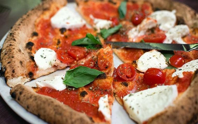 پیتزا ناپلنتا